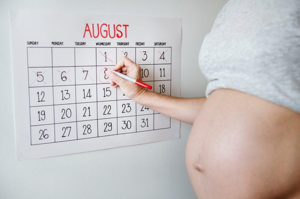 Congé maternité avec l'employeur ? Dates et licenciement